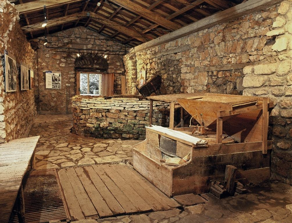 What Type Of Furniture Were In The Old Jewish Homes